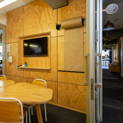 Basestation Hopper meeting room